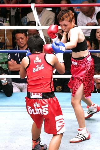 安藤麻里 vs アマラ