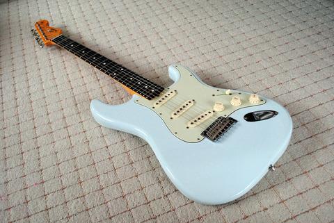 Fender-ZENTAI2