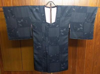シャープでおしゃれな亀甲衿コート