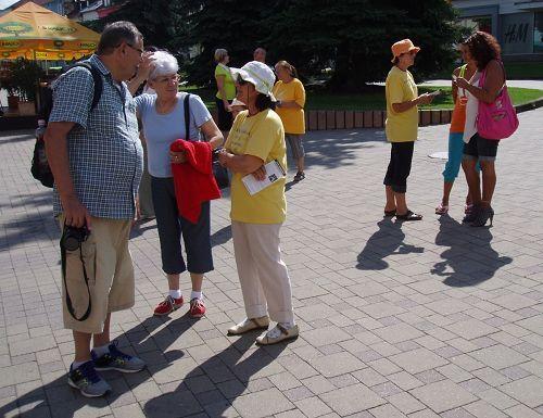 2014-7-29-minghui-falun-gong-slovakia-03