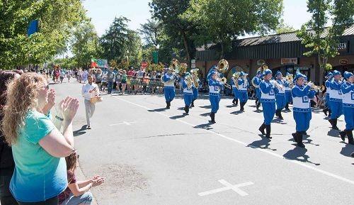 2016-4-16-falun-gong-ucdavisparade-06