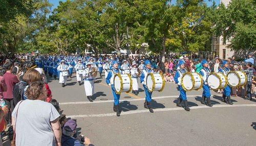 2016-4-16-falun-gong-ucdavisparade-03