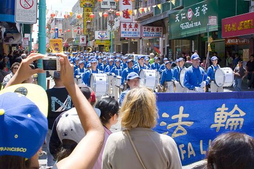 2014-7-20-minghui-usa-sf-parade-13