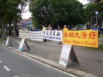 2014-6-20-minghui-ireland-protest-01