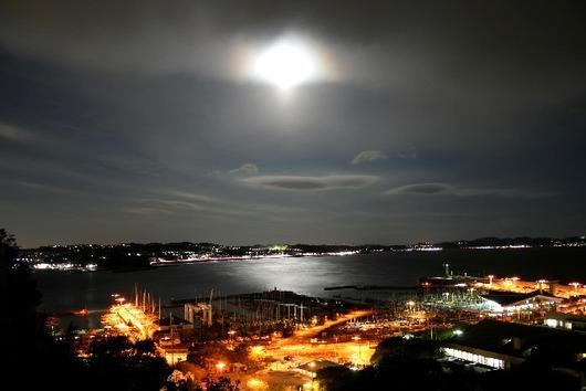江の島と月