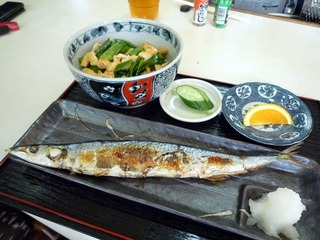 きつね丼と秋刀魚