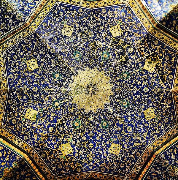 万華鏡のような美しさ。イランのモスクの建築美 (5)