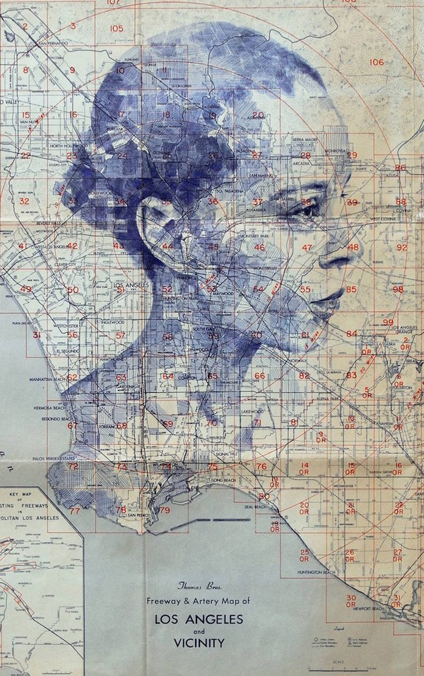 地図をキャンバスにして描く印象的な肖像画 (5)