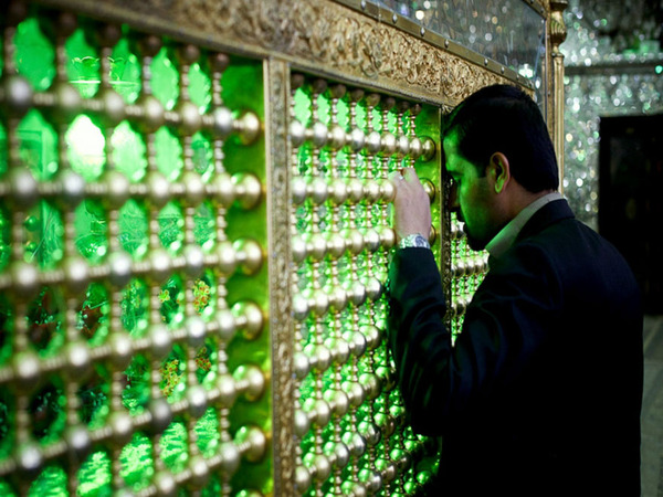 シャー・チェラーグ廟!超煌びやかなモスクの内装 (9)