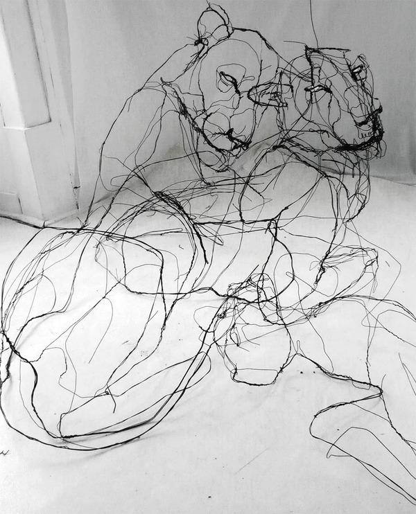 クロッキーみたい!ワイヤーをねじって描写される動物彫刻 (2)
