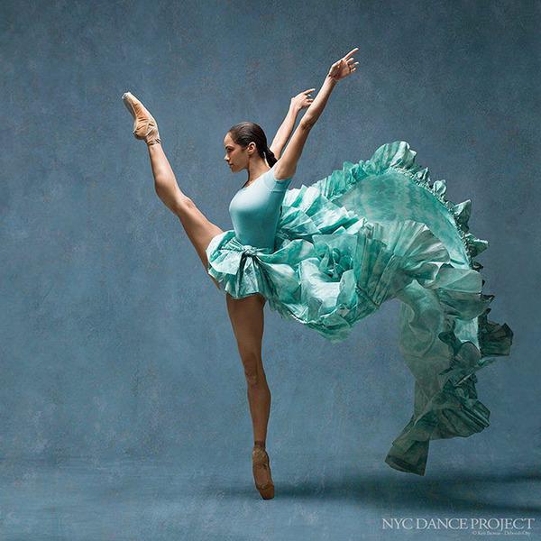 踊りが生み出す芸術。優美なダンサーの写真 (29)
