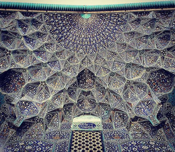 万華鏡のような美しさ。イランのモスクの建築美 (13)