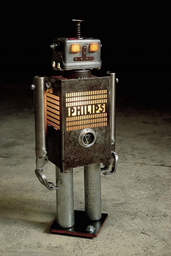 イルミネーションが光るレトロなロボット彫刻 2