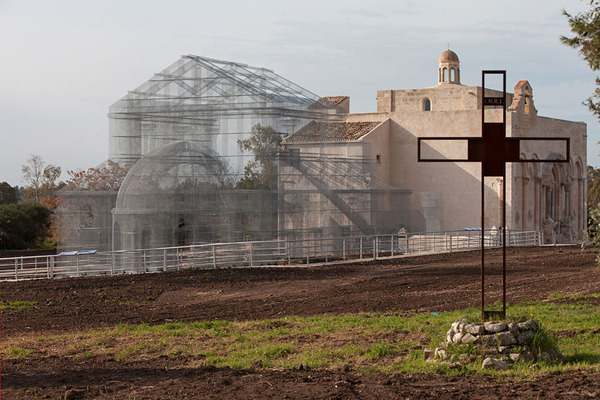 透け透けな教会現る!ワイヤーメッシュ製の建築デザイン (6)