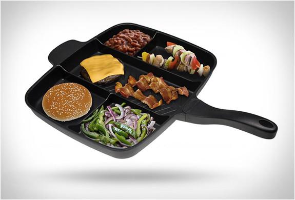 一度に違う食材を沢山焼けるフライパン!Master Pan (1)
