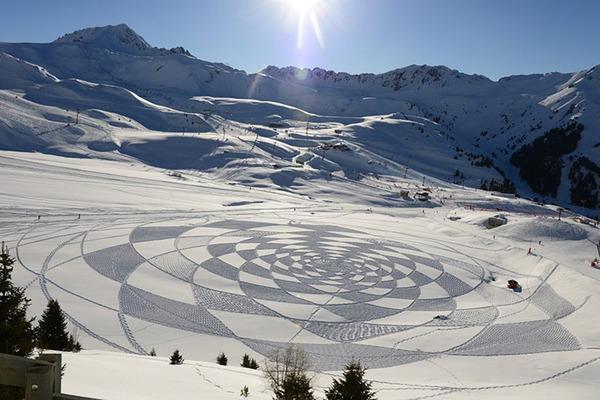 ロシアの雪原に巨大な竜の地上絵が現る!雪を踏んで描かれた竜 (3)