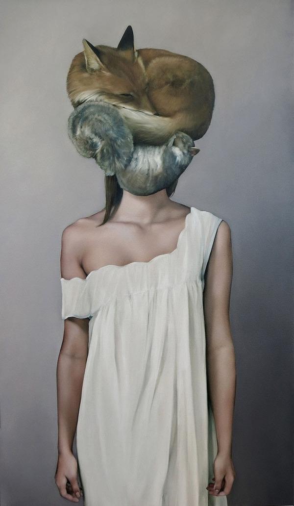 頑なに顔は見せない!顔が隠されたシュールな女性の肖像画 (13)