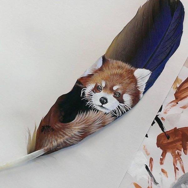 七面鳥やインコの羽に描く動物達のアクリル絵画 (2)