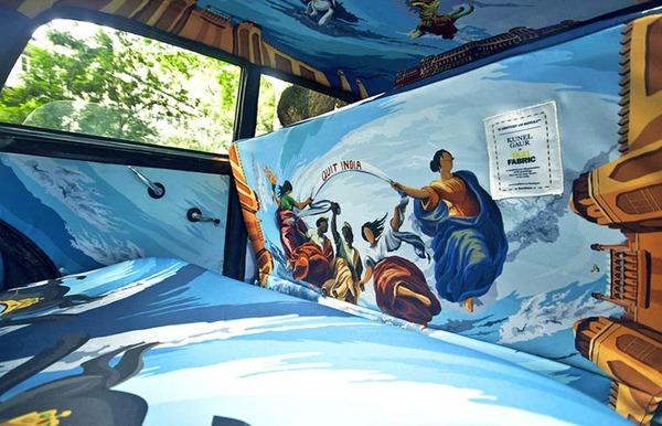 明るい気分で乗車できる!超カラフルなインドのタクシー (12)