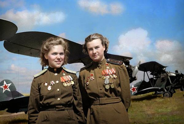 カラー化された白黒写真。第二次世界大戦中WWIIの画像 (7)