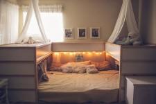 ビッグなオリジナルベッド!家族7人が皆で一緒に眠れるベッド