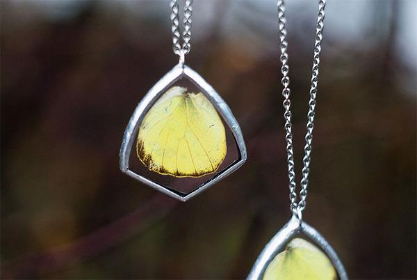 花びらや葉っぱなどの自然が閉じ込められたガラスのネックレス (13)