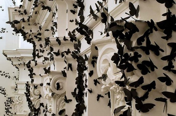 黒い紙で作られた蝶のアート 5