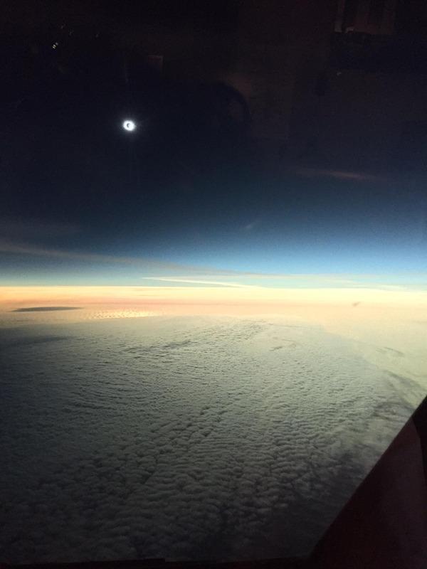 コックピットから撮影された日食5