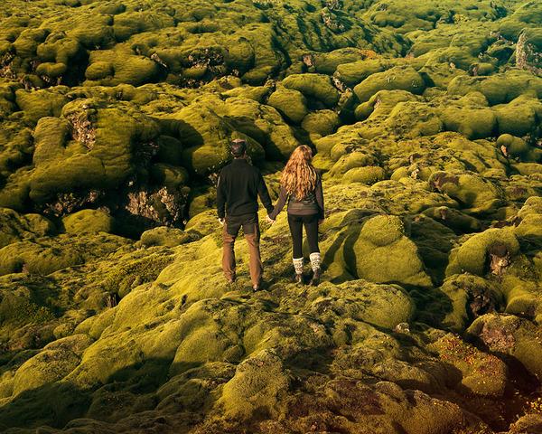 伝統的な結婚式を挙げずにアイスランドを旅したカップル (13)