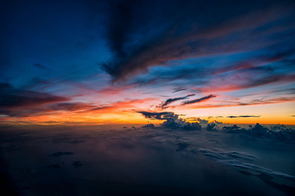 コックピットから撮影された壮大な空の写真 (4)