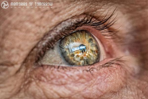 瞳に反射して映る結婚式の風景を撮影した『Eyescapes』 (3)