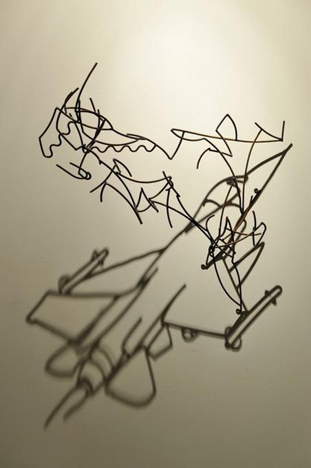鋼線に光を当てると影の形が生まれるシャドーアート! (16)