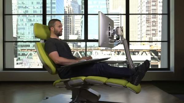 寝ながらパソコンできる!デスクワーカーのための駆動式デスク (3)