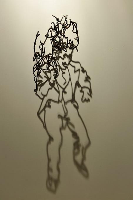 鋼線に光を当てると影の形が生まれるシャドーアート! (10)