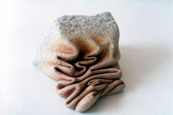 ぐんにゃりペロリと石が曲がる!ねじられた岩や石の彫刻 (4)