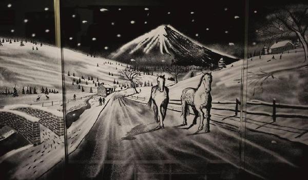 クリスマスシーズン!スノースプレーで窓に描く雪景色のアート (9)