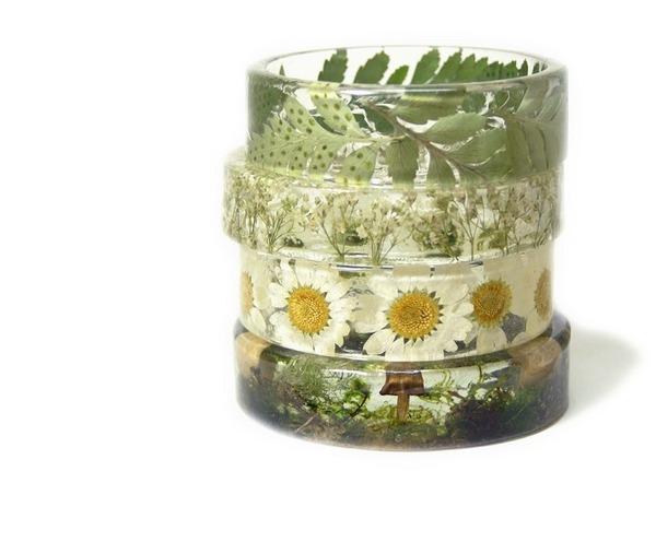 透明な樹脂に花や植物を詰め込んだハンドメイドアクセサリー (6)