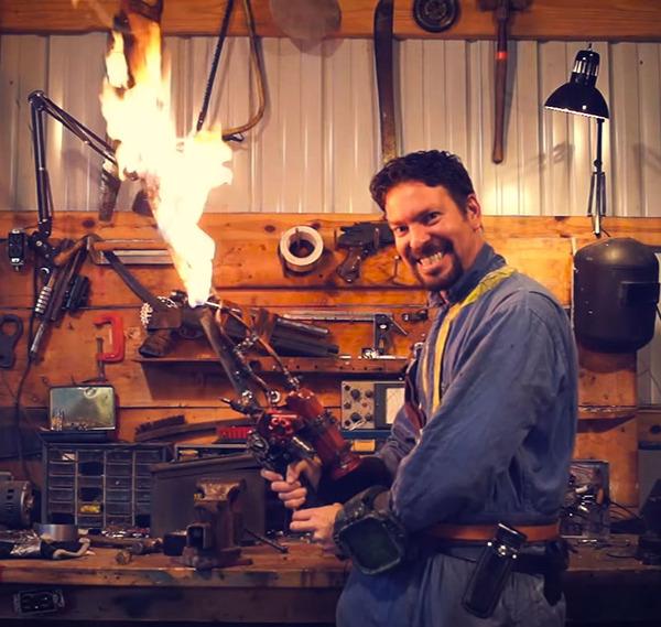 刀を改造してゲームに登場する炎の剣を作った男が話題に! (10)