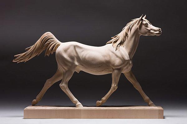 生き生きとした躍動感!野生動物の木彫りの彫刻作品 (5)