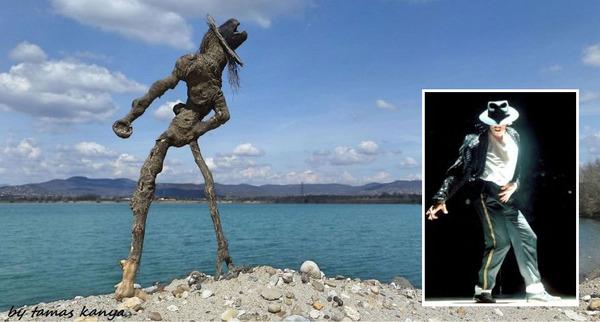 歪な形がゾンビっぽい!ドナウ川の流木で作られた彫刻作品 (4)
