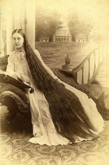 昔の人は髪の毛が超長い!ビクトリア朝の女性の白黒写真 (6)