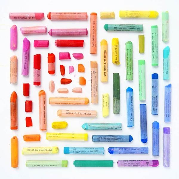 物で虹の色彩を作るアート写真プロジェクト (15)