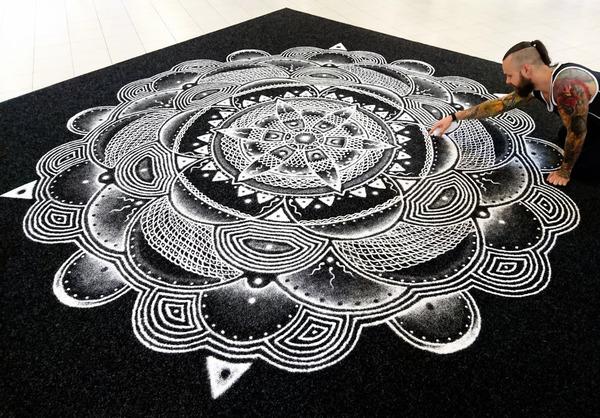 塩で描くアートがすごい!肖像画、曼荼羅模様、動物の絵など (2)