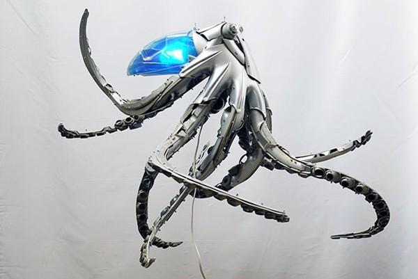 車の金属部品でメタリックな動物彫刻!ホイールキャップ (6)