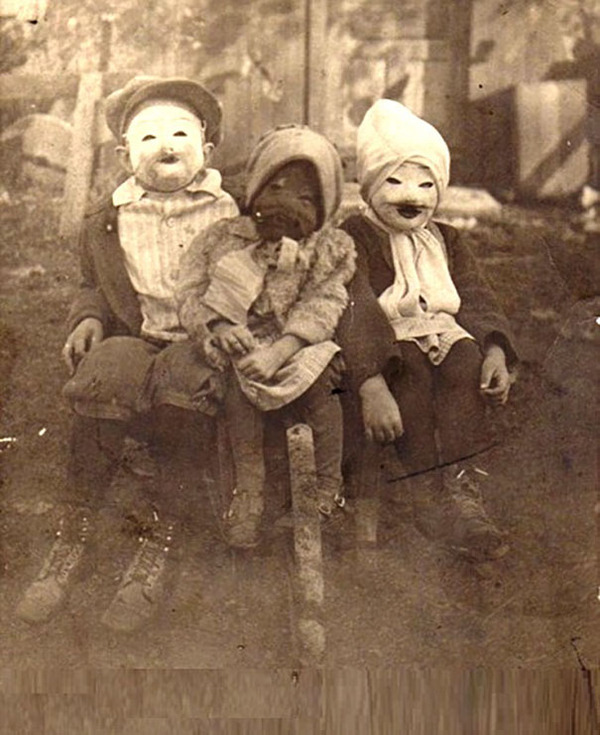 昔のハロウィンの写真がガチでホラーすぎる…! (4)