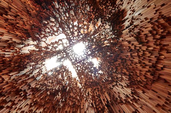 まるで異空間…!膨大な数の木片で構成された秘密の隠れ家 (6)