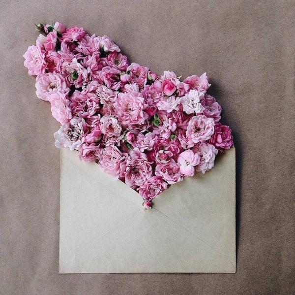 クラフト封筒に入れられた花束 (11)