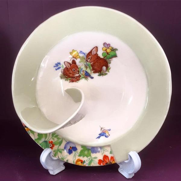 すんごい盛り付けしにくそう。ペロリと捲れた陶器のお皿 (7)