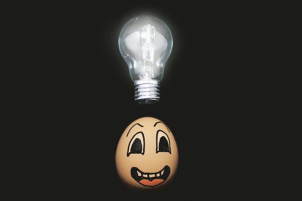 タマゴの気持ち?卵の殻に人間みたいな顔の表情を描いた写真 (4)