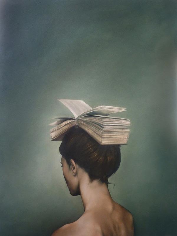 頑なに顔は見せない!顔が隠されたシュールな女性の肖像画 (3)